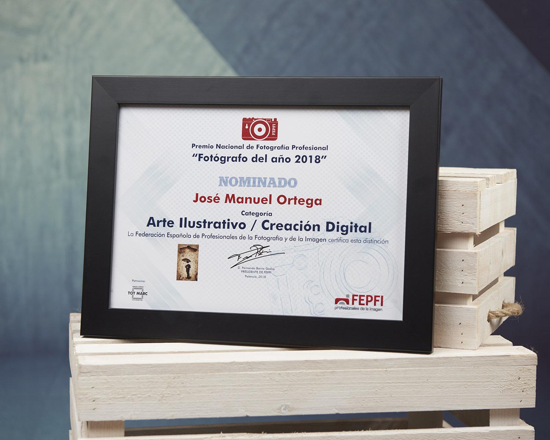 El diploma de la nominación a mejor fotógrafo del año ya está en Elda.